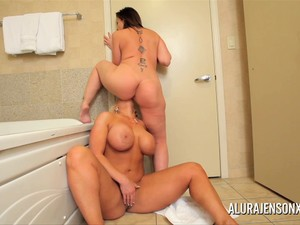 Milf Alura Jenson and Sara Jay in lesbian anal and pussy fun